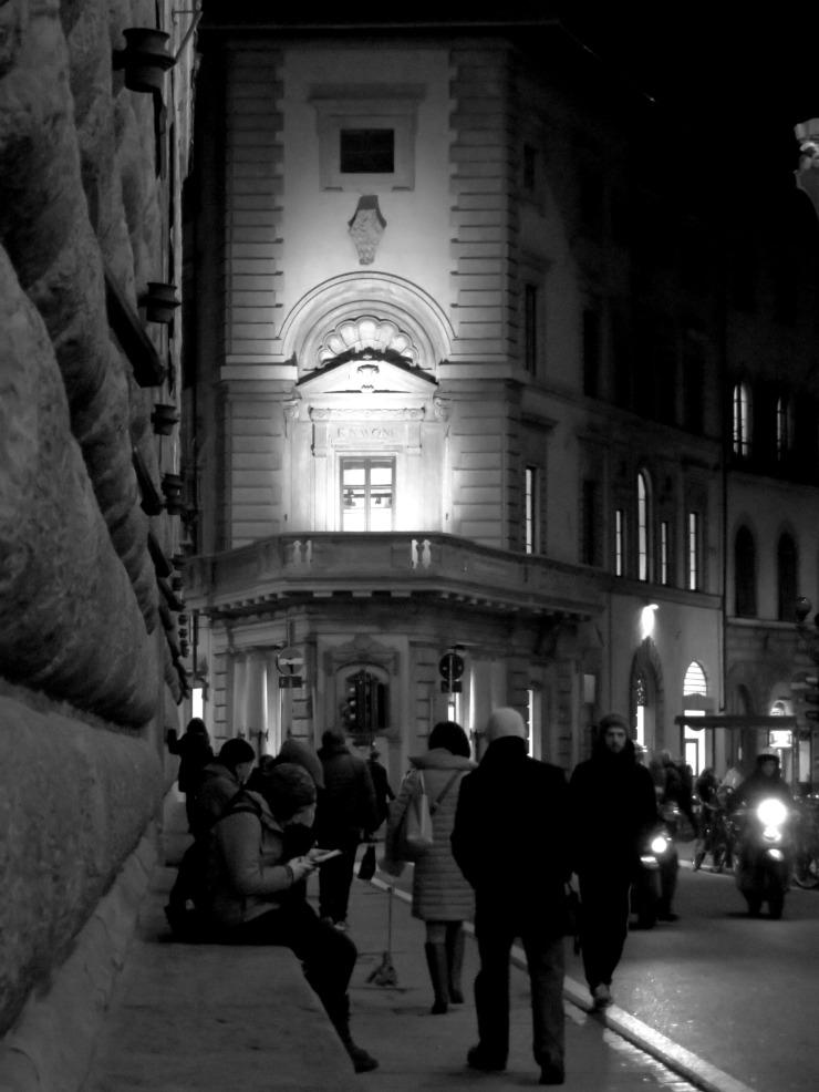 Sul banco di Palazzo Strozzi